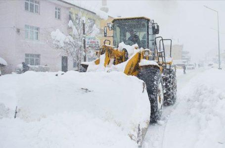Doğu Anadolu'da kar hayatı olumsuz etkiliyor