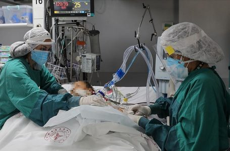 Türkiye'de 10 bin 220 kişinin Kovid-19 testi pozitif çıktı, 174 kişi hayatını kaybetti