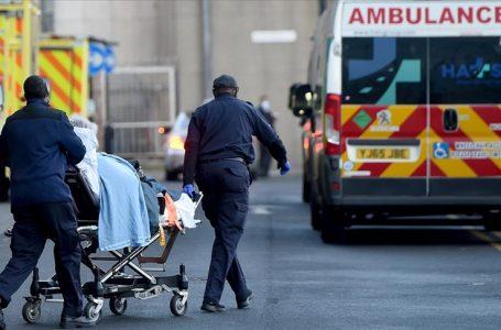 İngiltere'de Kovid-19 nedeniyle son 24 saatte 1052 kişi öldü