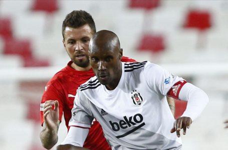 Beşiktaş'ta Atiba Hutchinson, Kayserispor maçının kadrosundan çıkarıldı