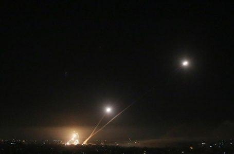 İsrail, roket atışları nedeniyle Tel Aviv'e uçuşları ülkenin güneyindeki Ramon Havalimanı'na yönlendirdi