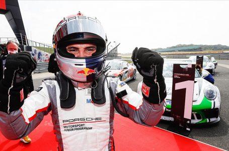 Milli otomobil yarışçısı Ayhancan Güven, İtalya'da podyumu bırakmadı